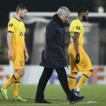 Mourinho bực tức trách học trò, phạt Tottenham tập giữa trưa