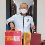 Thủ tướng Nguyễn Xuân Phúc tặng quà Tết cho HLV Park Hang Seo