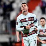 """Ronaldo """"giải khát"""", Bồ Đào Nha chiếm ngôi đầu bảng"""