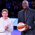 Huyền thoại bóng rổ, Michael Jordan mất 500 triệu USD vì Covid-19