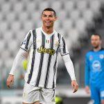 Ronaldo lập công ở trận đặc biệt, Juventus bám đuổi thành Milan