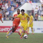 Văn Toàn tranh bàn thắng đẹp nhất vòng 8 V-League với Tiến Linh