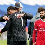 Thủ môn Alisson rưng rưng tặng bàn thắng cho người cha quá cố