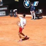 Ngược dòng hạ Tsitsipas sau 2 ngày, Djokovic vào bán kết