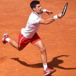 Ngược dòng hạ Tsitsipas sau 2 ngày, Djokovic vào tứ kết
