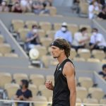 Zverev lấy vé bán kết Roland Garros dễ như đi dạo