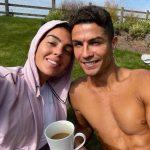 Ronaldo khoe ảnh đầu tiên ở Manchester gây bão