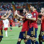 """Tây Ban Nha chiếm ngôi đầu nhờ chiến thắng """"4 sao"""""""